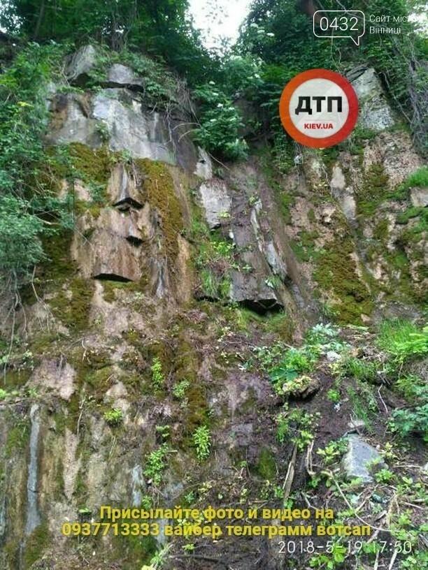 В Сабарове женщина упала со скалы вниз головой, фото-3