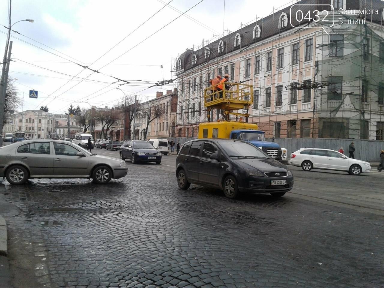 В Виннице на Театральной  остановились трамваи. В чем причина? (ФОТО), фото-1