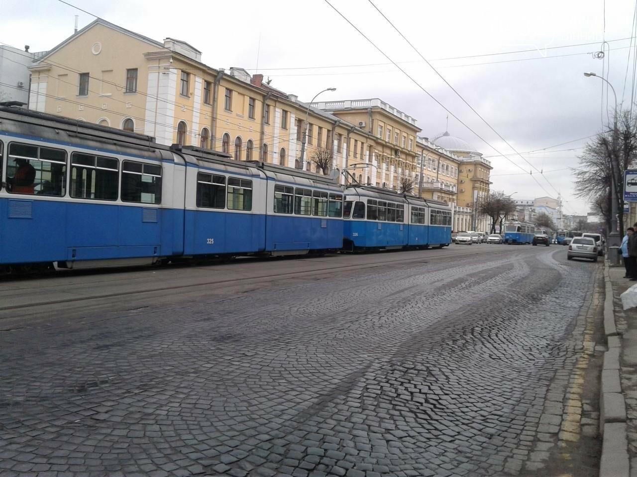 В Виннице на Театральной  остановились трамваи. В чем причина? (ФОТО), фото-2