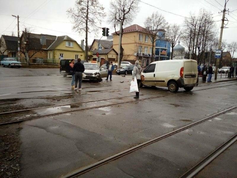 ДТП в Виннице: на перекрестке не разминулись две легковушки (фото), фото-2