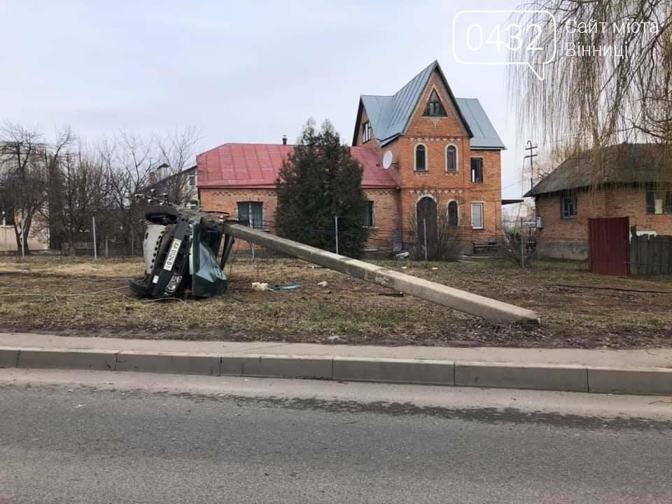 """В Виннице пьяные студенты на """"Жигулях"""" снесли 4 столбы, целый микрорайон остался без света (фото), фото-6"""