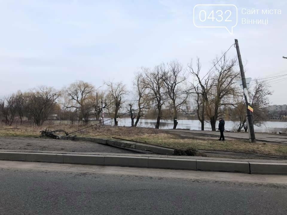 """В Виннице пьяные студенты на """"Жигулях"""" снесли 4 столбы, целый микрорайон остался без света (фото), фото-4"""