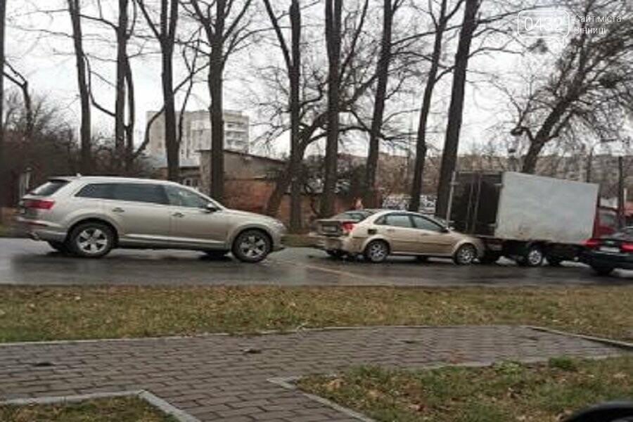 В Виннице возле налоговой произошло тройное ДТП (фото), фото-2