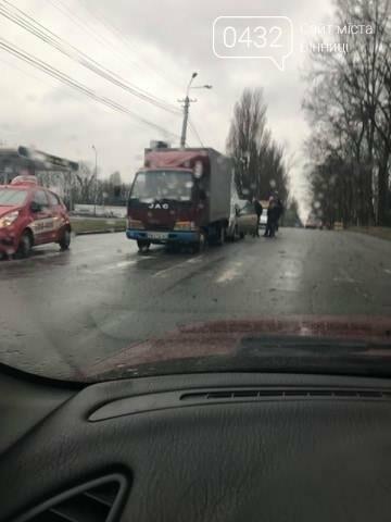 В Виннице возле налоговой произошло тройное ДТП (фото), фото-1