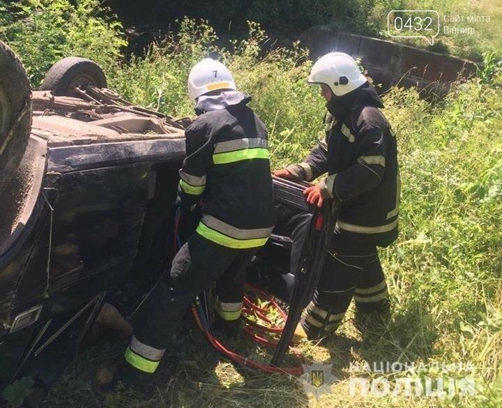 Смертельно ДТП на Винниччине: автомобиль слетел в кювет и перевернулся (фото), фото-1
