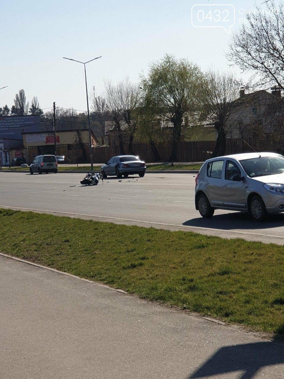 ДТП в Виннице: на Юности столкнулись мотоцикл и Jaguar  (фото), фото-2