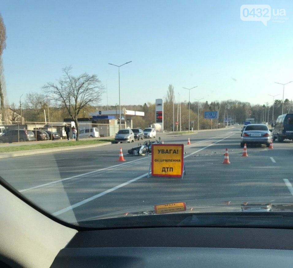 ДТП в Виннице: на Юности столкнулись мотоцикл и Jaguar  (фото), фото-1