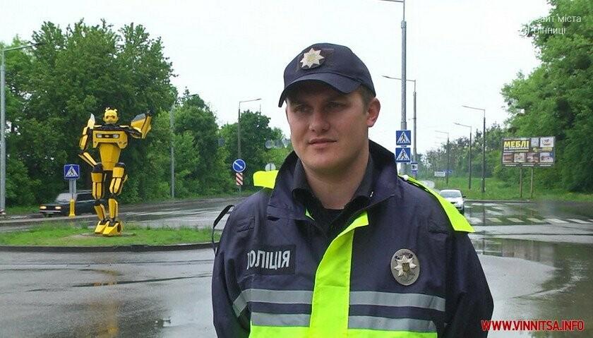Трансформер навчив вінничан робити безпечні селфі біля свого «брата» на в'їзді у Вінницю, фото-5
