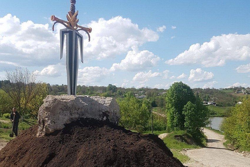 На Вінниччині фермер створив з деталей від сільгосптехніки «Меч примирення», фото-2