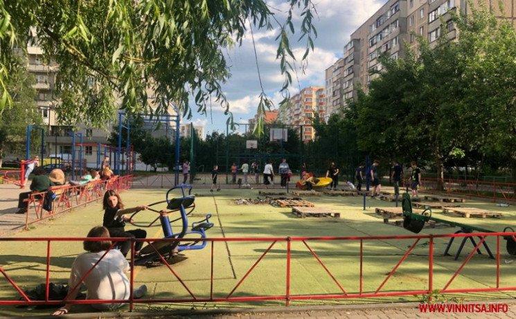 У Вінниці на вулиці Келецькій в одному з дворів без пояснень розібрали дитячий майданчик, фото-4