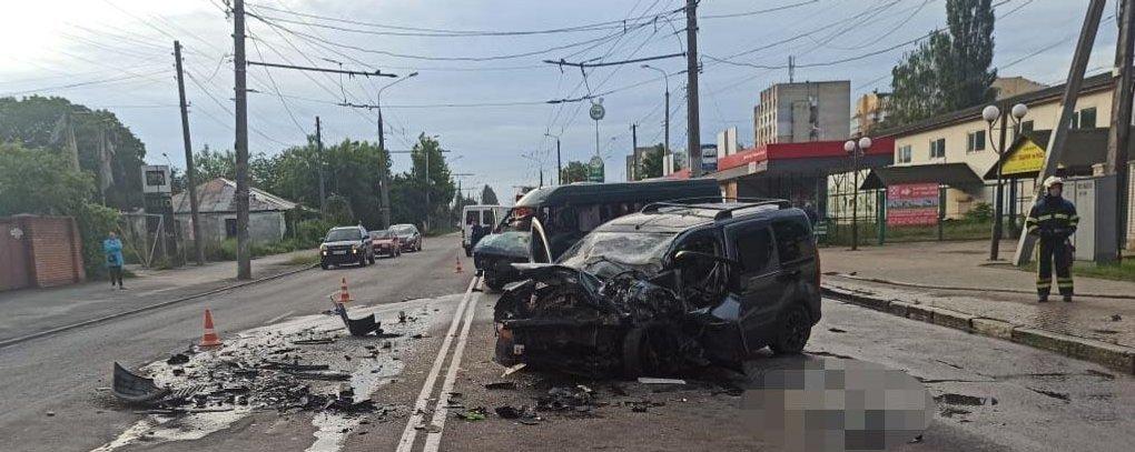 Моторошна ДТП у Вінниці: одна людина загинула, двоє у реанімації, фото-4